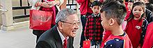 南臺科技大學附設幼兒園舉辦「發放雞吉向上開運紅包」活動 校長親自發送紅包 幼兒園學童說吉祥話樂開懷