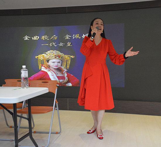 04金佩姍老師現場示範個人演唱的獨門技巧。.jpg