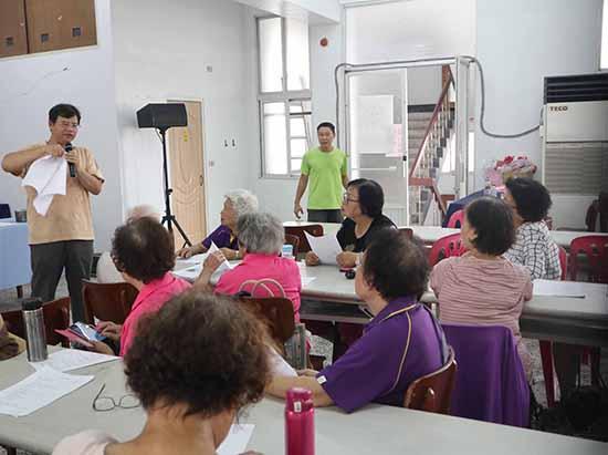 05荒野保護協會分會長黃嘉隆老師講解植物染的方式與技巧。.jpg